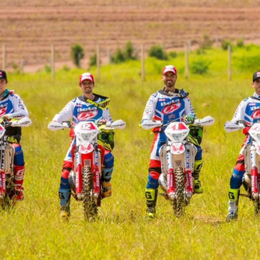 A equipe 3R Motos esteve presente na abertura do Brasileiro de hard Enduro neste final de semana.
